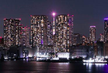 被大樓夾擊的東京晴空塔!日本最新晴空塔拍照私房景點|哪裡拍?怎麼拍?彩虹大橋遊步道實訪分享